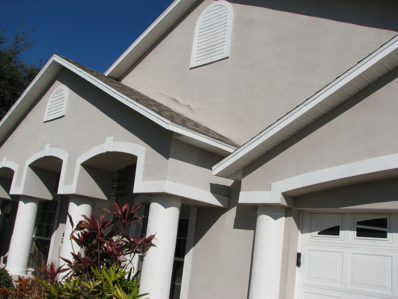 Stucco Repair | Melbourne,Fl | Stucco Cracks | Bulging Stucco