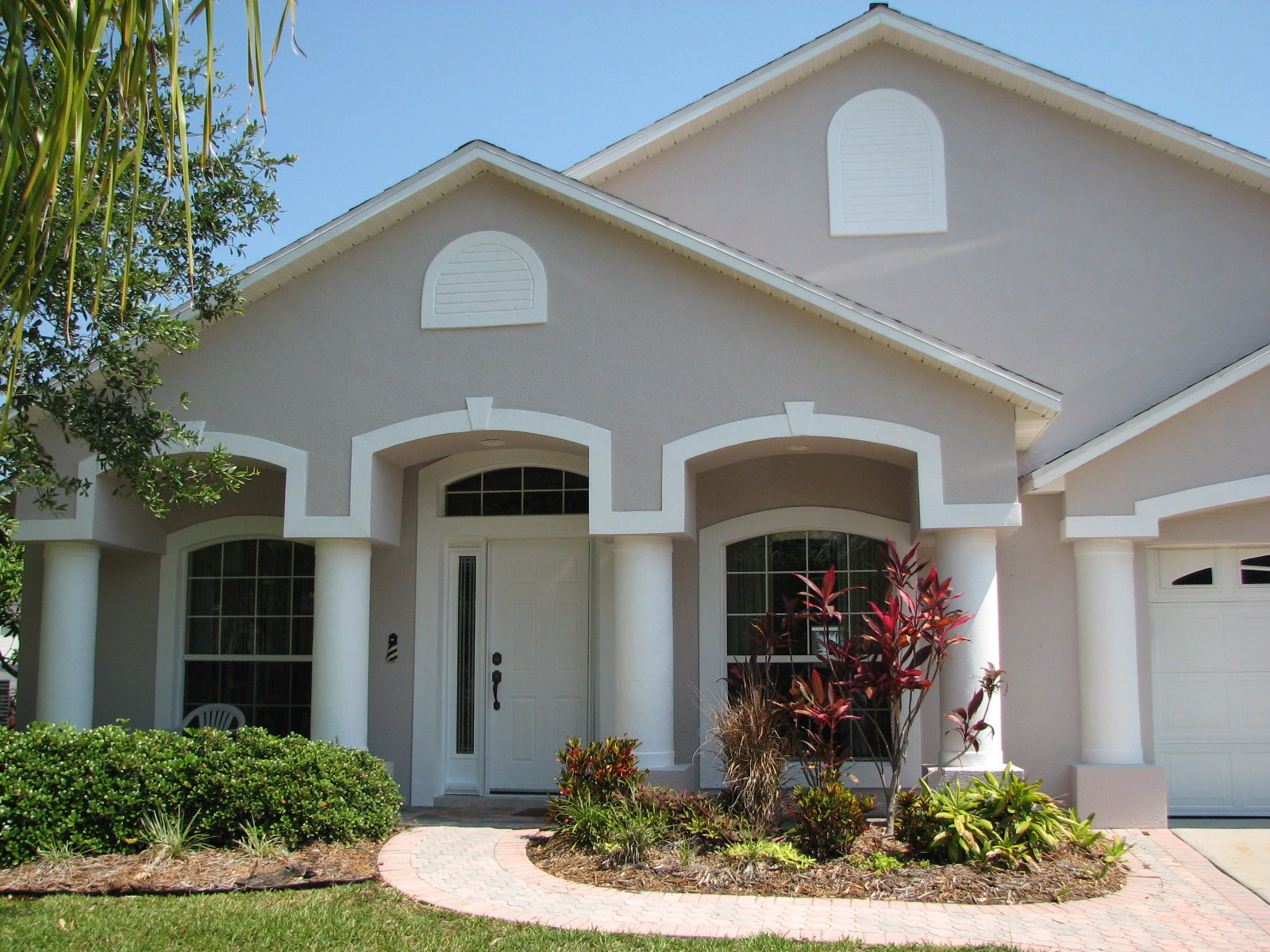 Stucco repair melbourne fl stucco cracks bulging stucco for Florida house paint colors