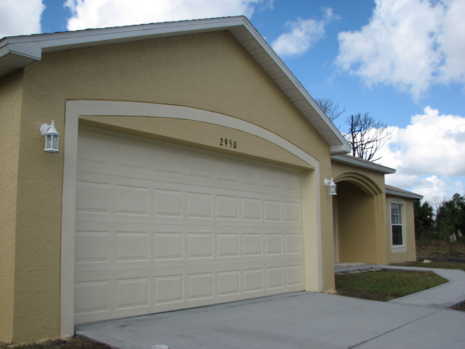 Exterior painting a short sale home in palm bay fl by for Stucco garage