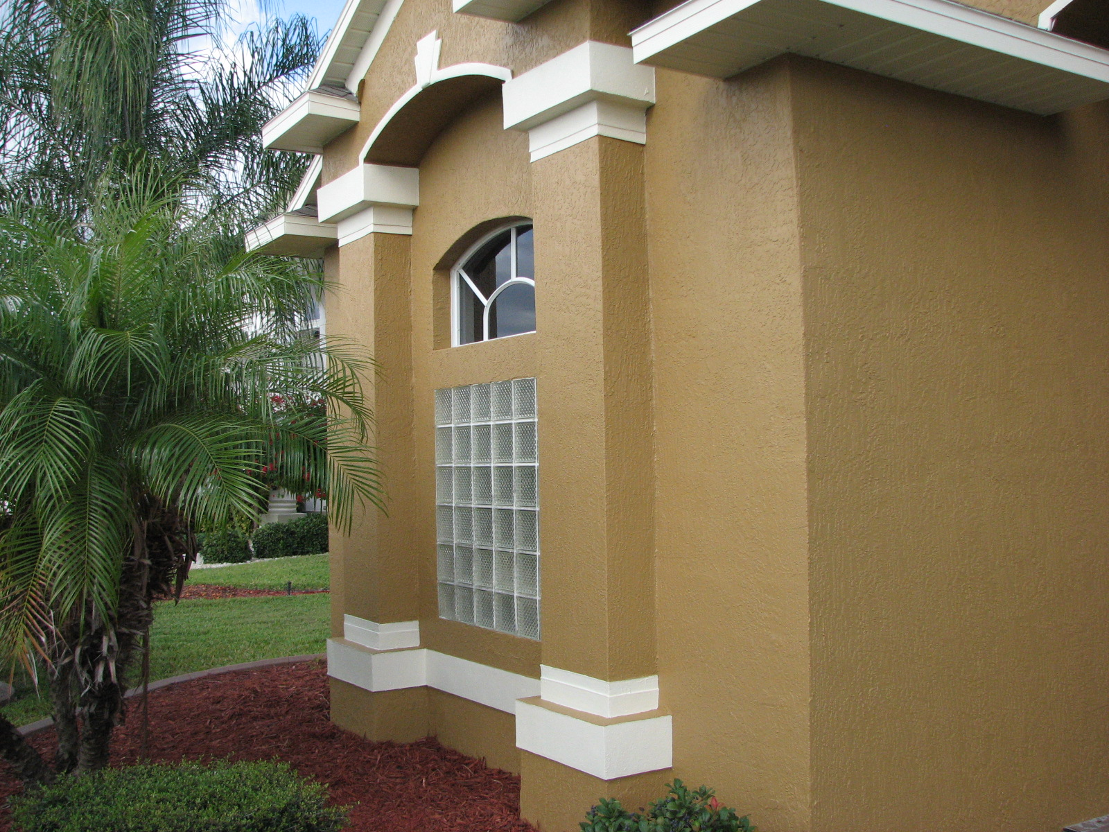 Chalky and faded paint house painting project in melbourne fl - Best quality exterior house paint property ...
