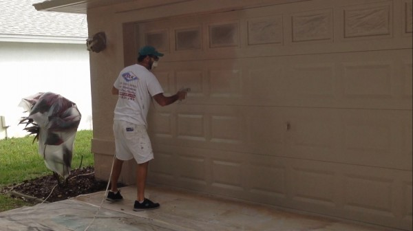 How to paint a garage door can i paint my garage door for Paint metal garage door to look like wood