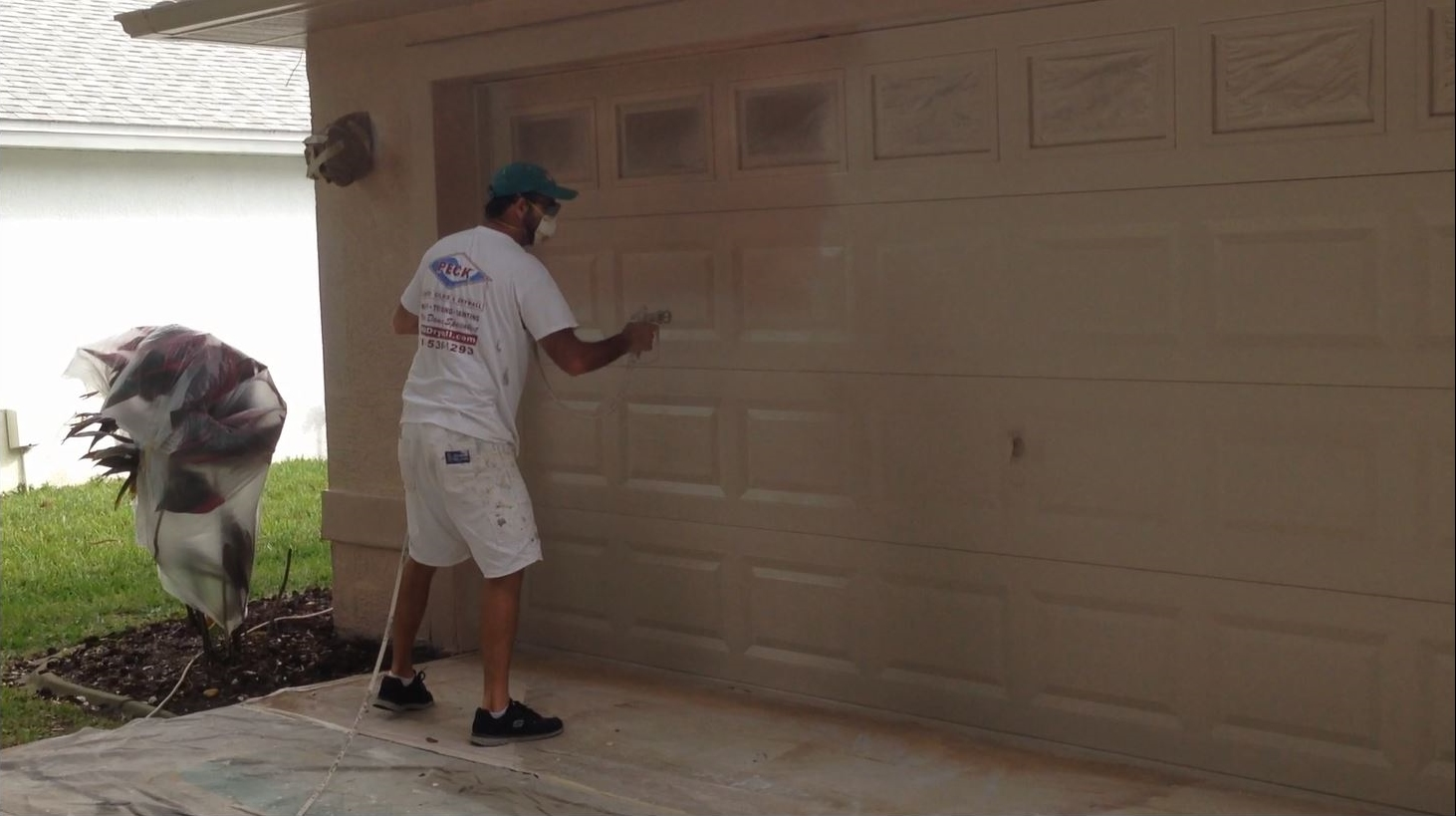 How to paint a garage door can i paint my garage door tips tricks rubansaba